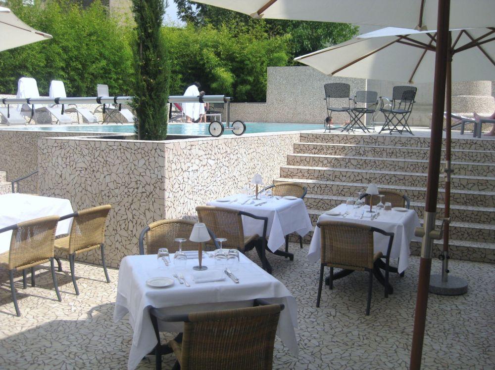 saint nicolas schwimmbad terrasse