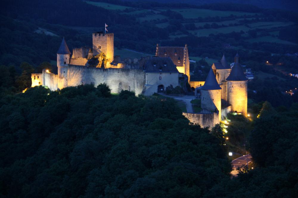 bourscheid castle by night 01