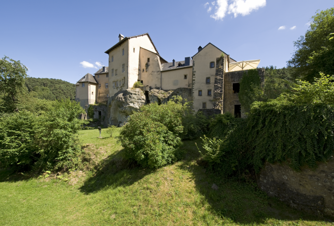 bourglinster castle exterior photo 02