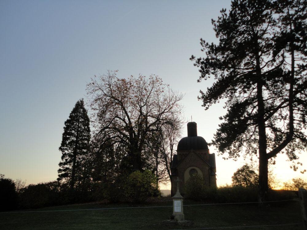 chapelle enelter & menhir reckange 01