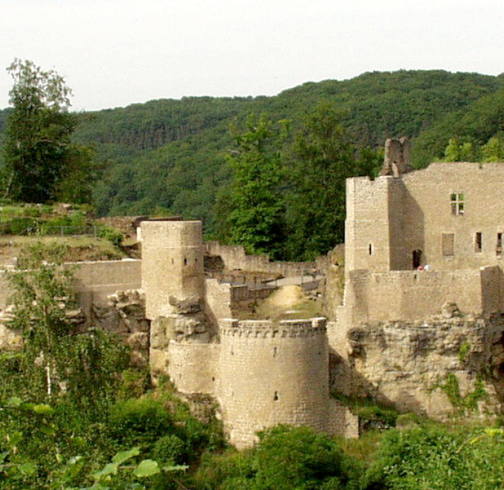 larochette castle header