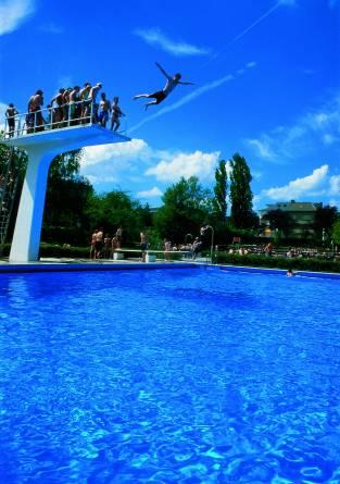Piscine en plein air dudelange redrock region for Bettembourg piscine