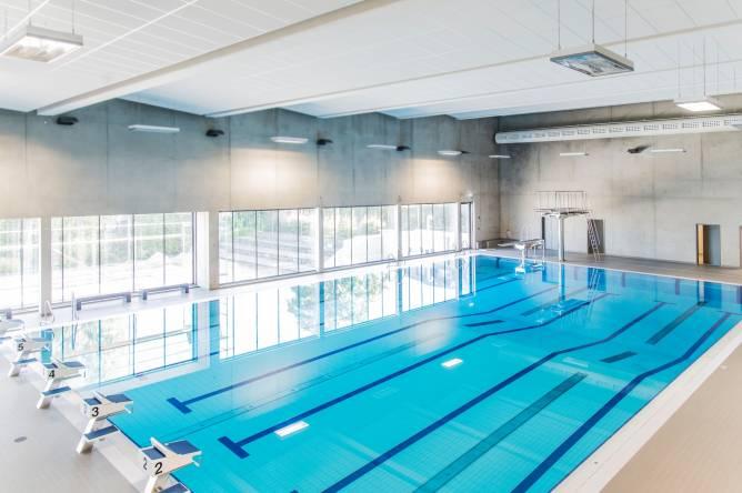 Piscine couverte centre sportif ren hartmann redrock for Centre sportif terrebonne piscine