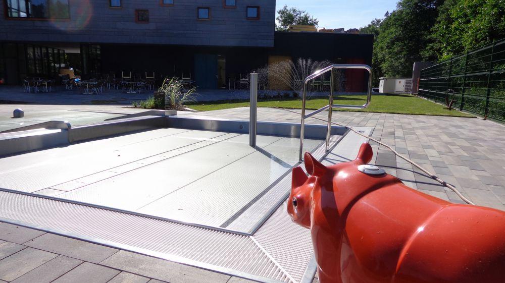 Open air swimming pool Troisvierges, waterplay rhinoceros Bubu