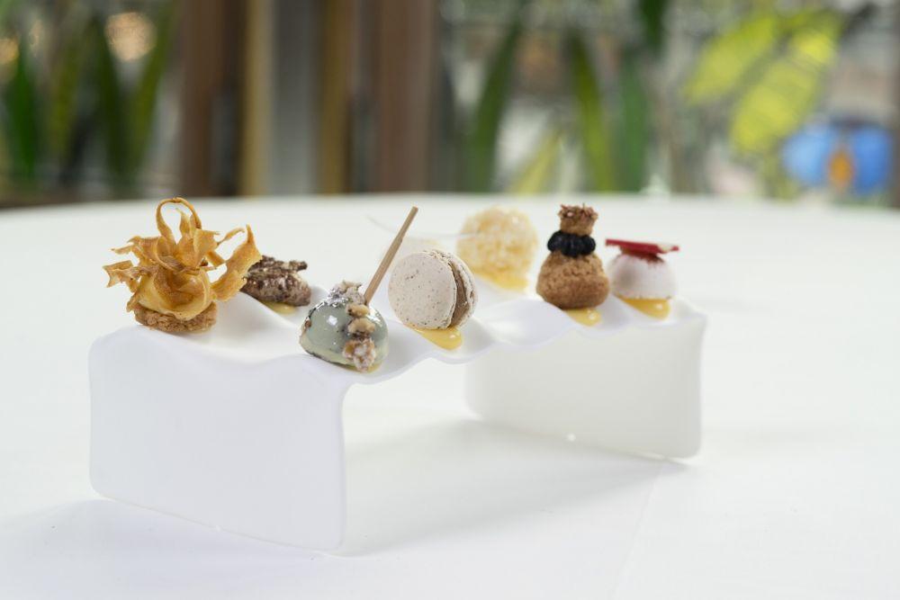 mignardises chef patissier yves jehanne restaurant gastronomique la cristallerie hotel le place d armes