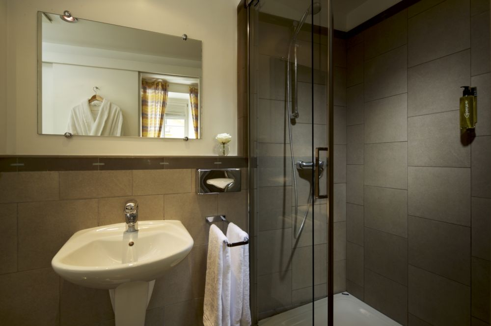 ba suite bathroom 12