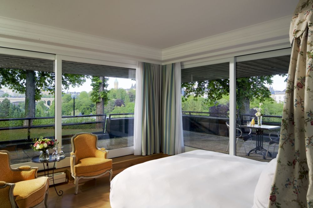 bv deluxe suite bedroom 09