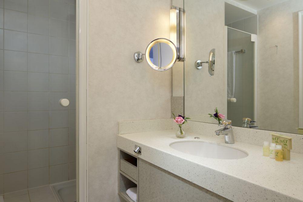 bl junior suite bathroom 207