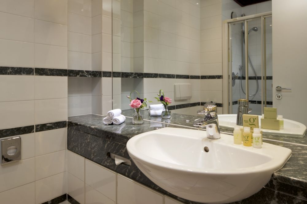 bl standard bathroom 108