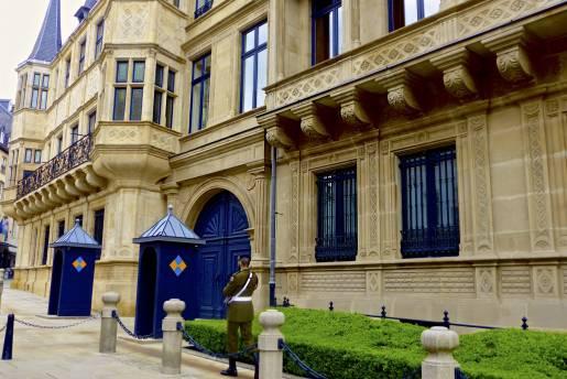 palais grand ducal gardien roman scho nfeld lft