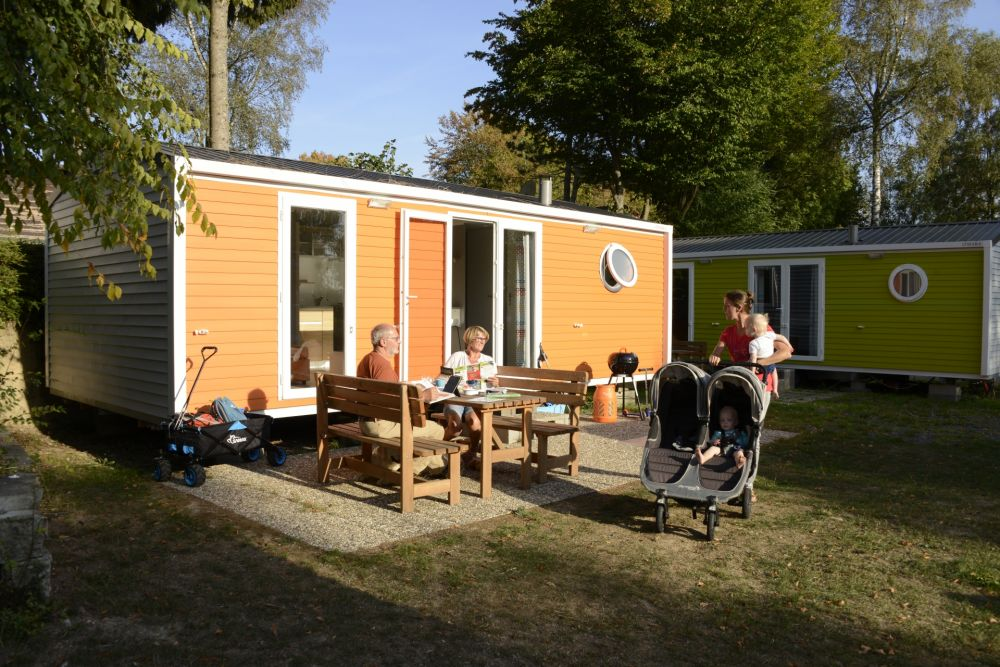 campingliefrange obersauerstausee mobilhome outside terrasse kids 13