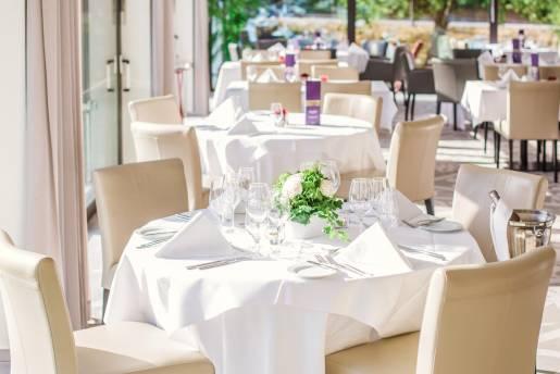 visit lux restaurant