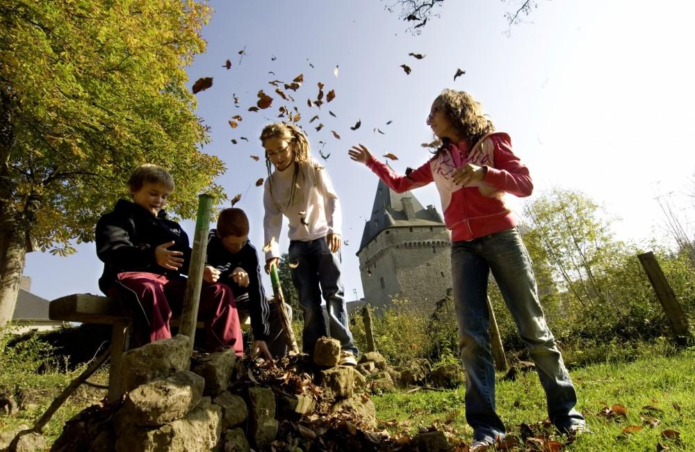 hollenfels c les auberges de jeunesse luxembourgeoises a.s.b.l.