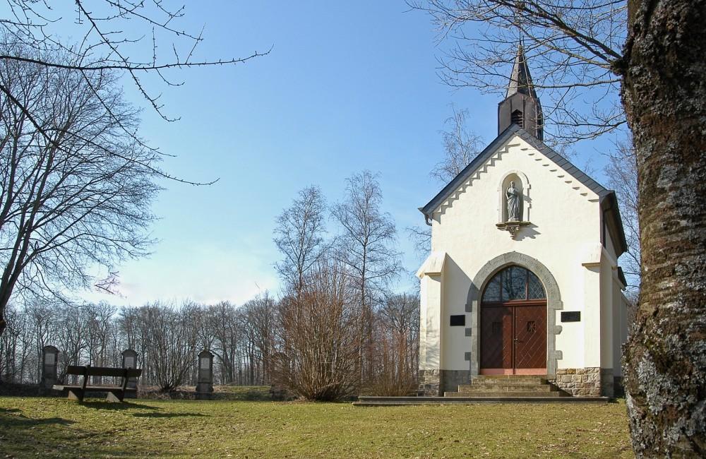 Buschdorf-Helperknapp chapelle et source Saint Willibrord
