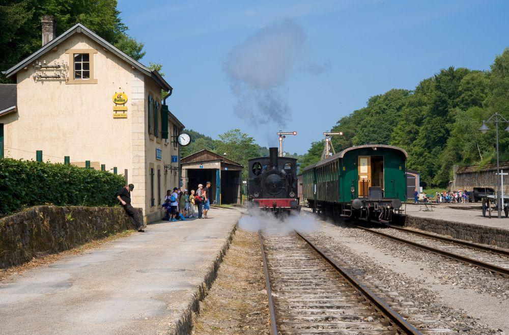 historical steam train 1900 04