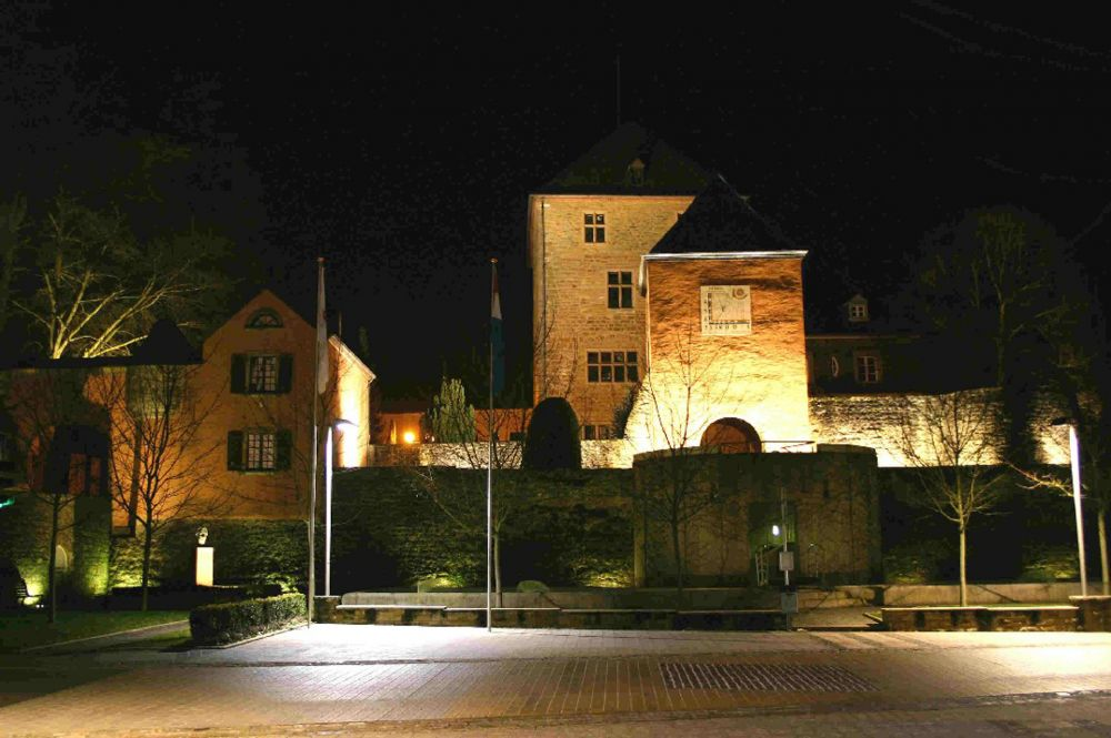 Mersch castle by night