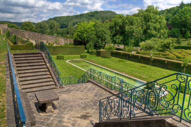 french gardens of ansembourg castle 02