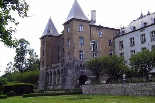 Ansembourg castle outside 2