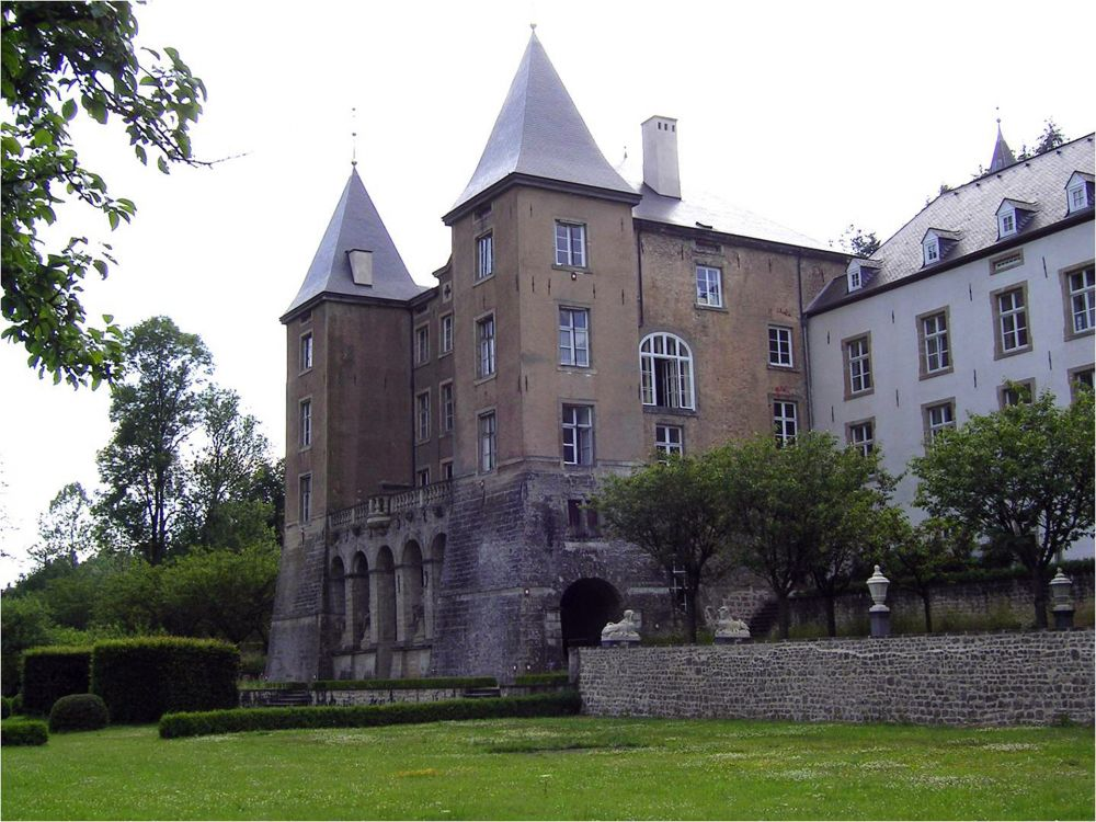 Ansembourg castle outside 2
