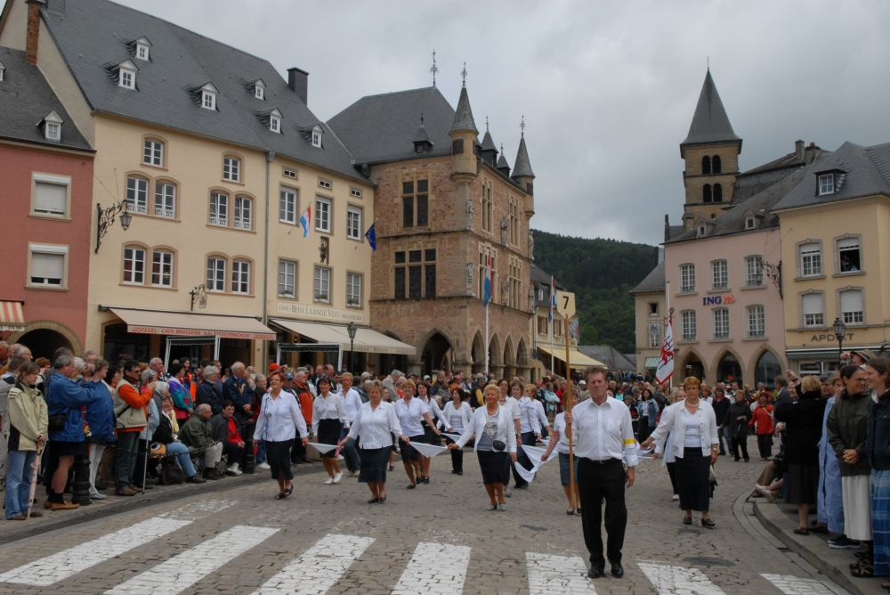 dancing procession of echternach 05