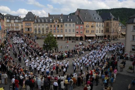 dancing procession of echternach 04