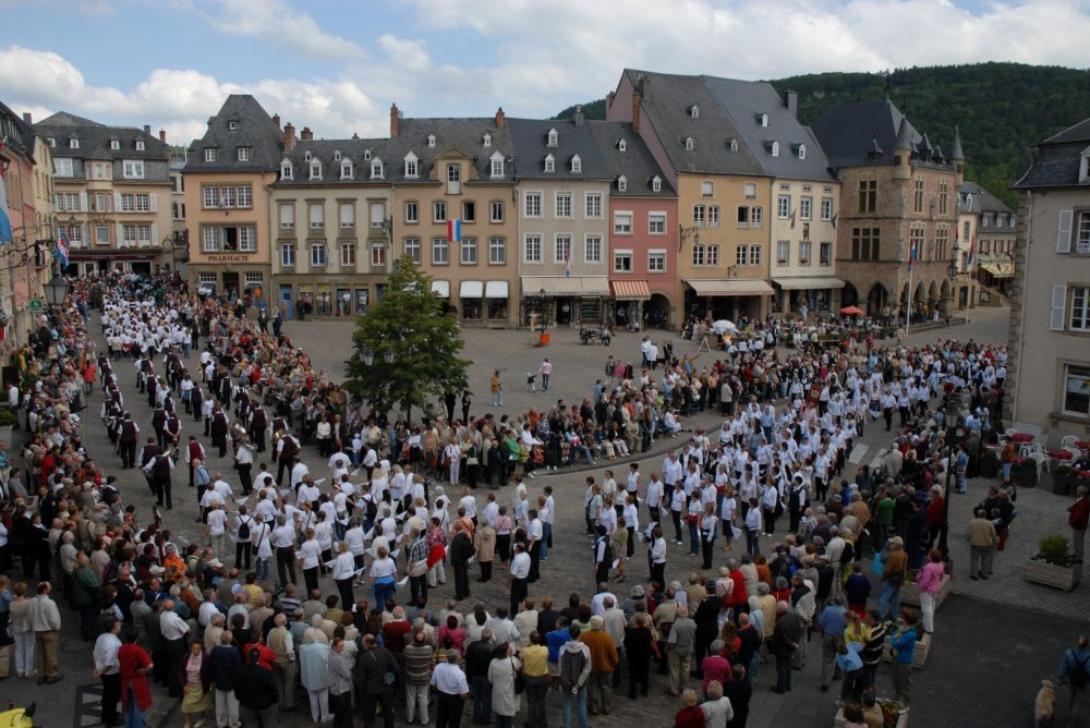 dancing procession of echternach 04
