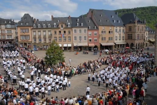 dancing procession of echternach 01