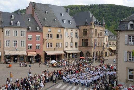 dancing procession of echternach 07