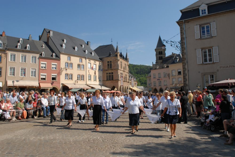 dancing procession of echternach 03