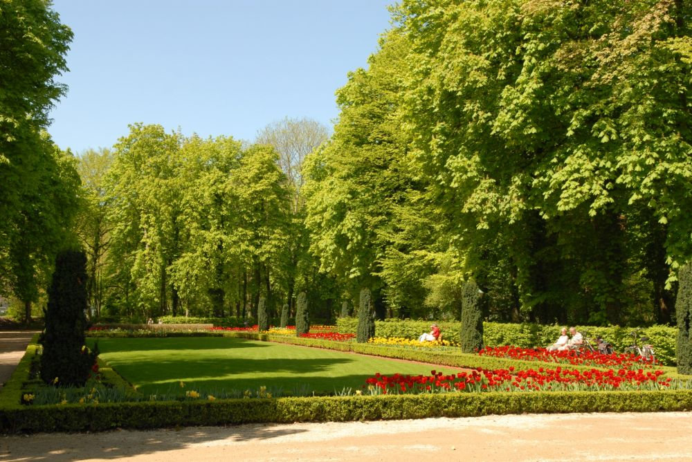 municipal park with the gardens of echternach abbey 02