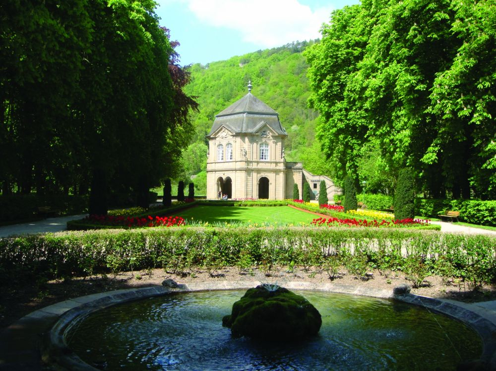 municipal park with the gardens of echternach abbey 04