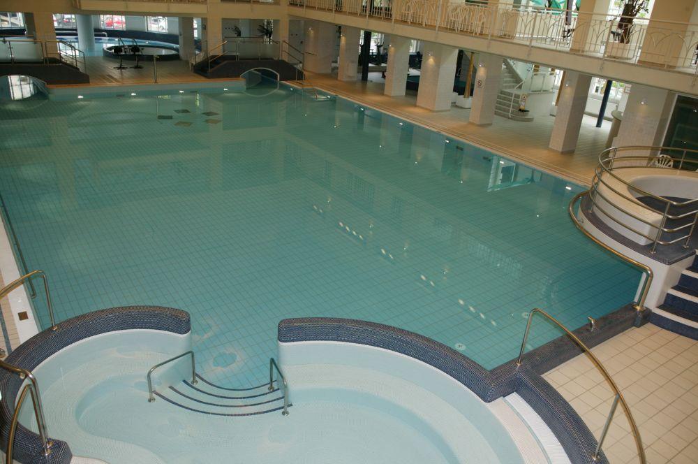 Centre de relaxation aquatique badanstalt visit luxembourg - Piscine luxembourg toboggan ...