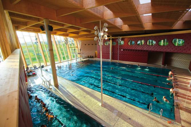 Les thermes visit luxembourg for Piscine strassen