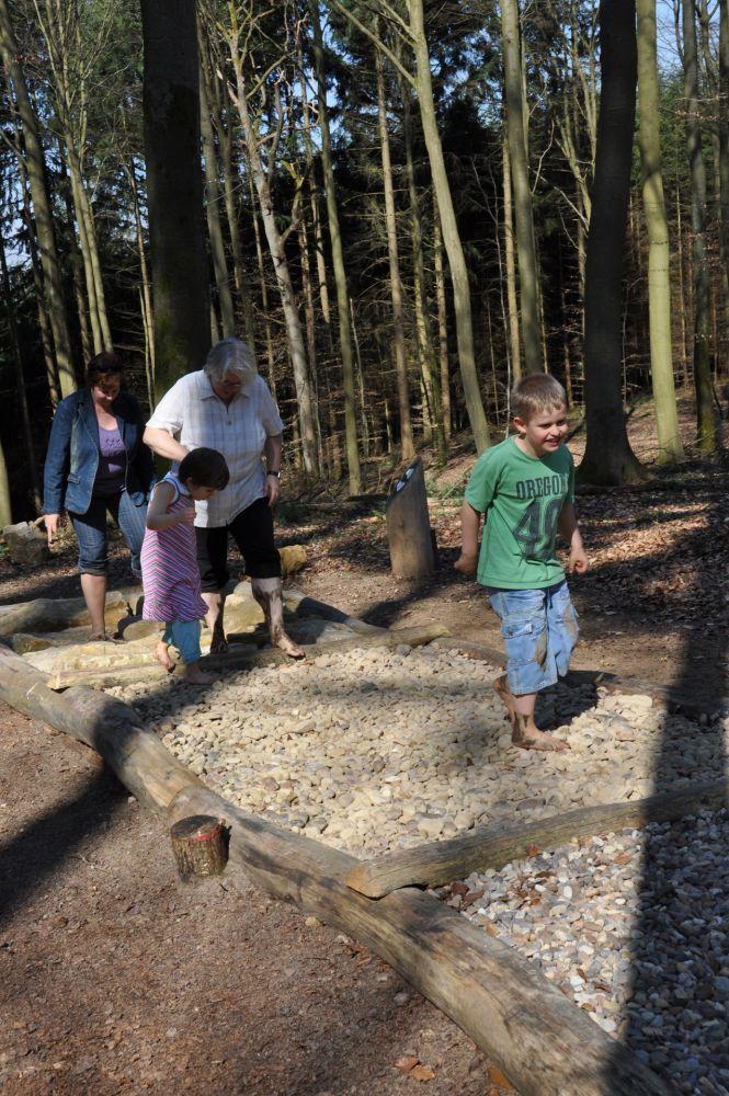 barefoot path medernach 4