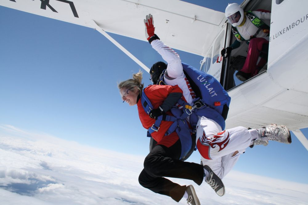parachuting noertrange air field 02