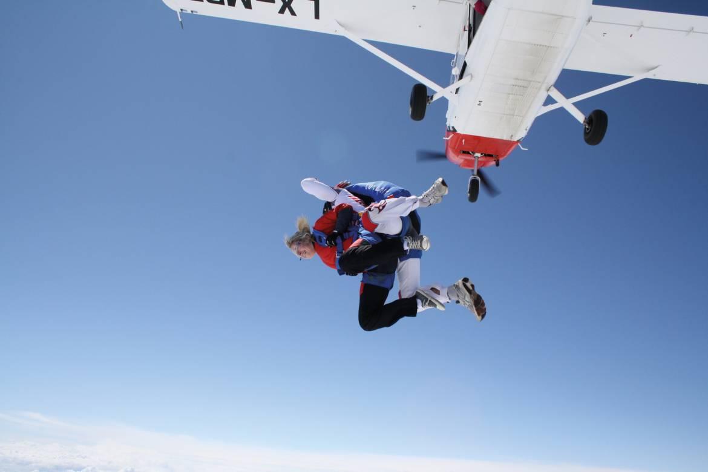 parachuting noertrange air field