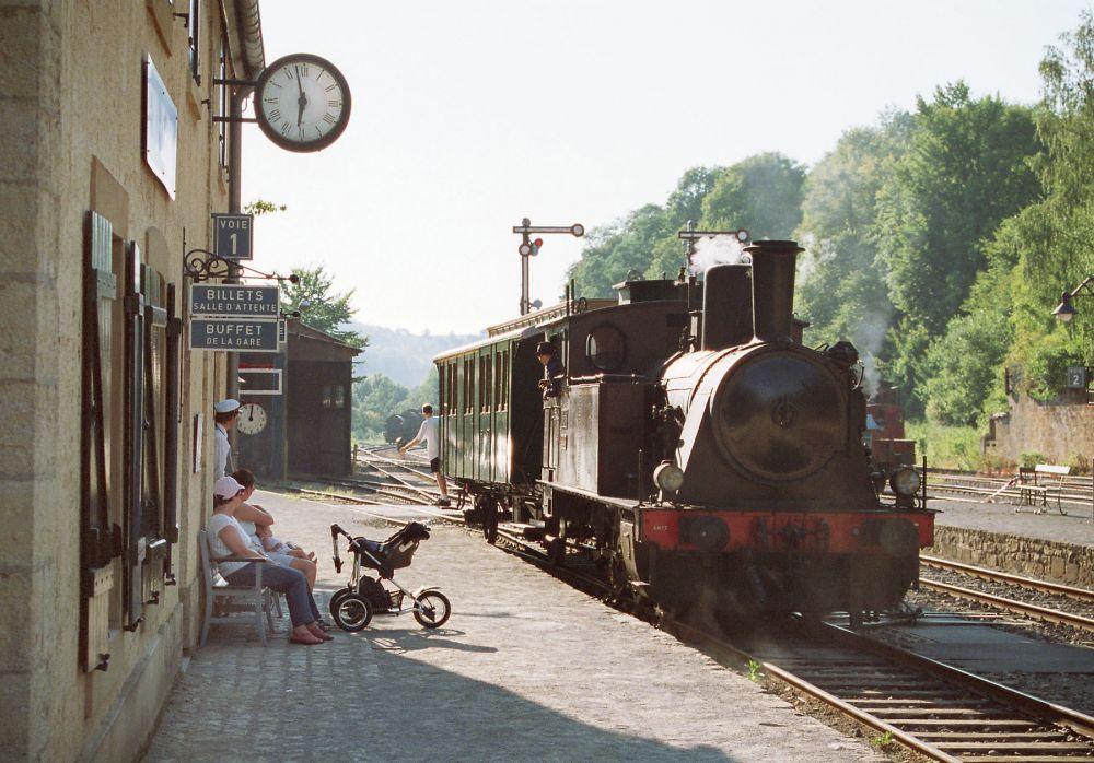historical steam train 1900 05