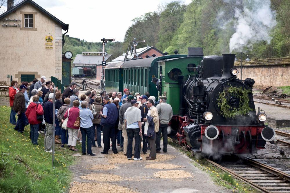 historical steam train 1900 01